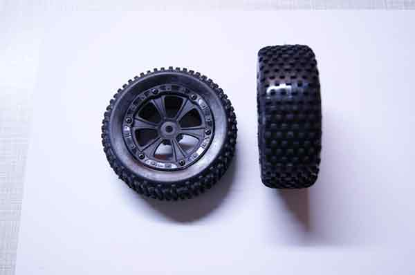 BS213-033 BSD Racing TIRE UNIT FRONT BUGGY 1:10